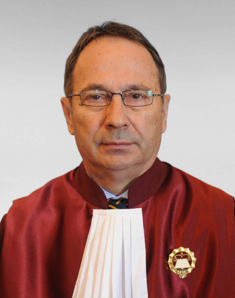 Naşterea unui mic dictator la Curtea Constituţională